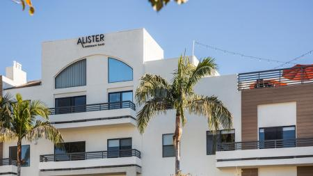 Rooftop Sundeck and Outdoor Lounge | Alister Sherman Oaks