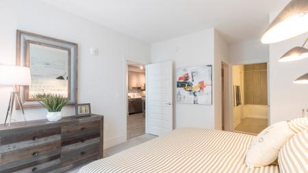 King-Sized Bedroom with Ensuite Bathroom| Modera Midtown