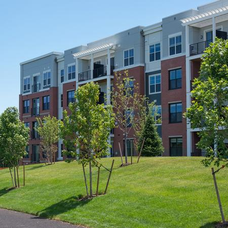 LushlyLandscaped Grounds | Modera Medford