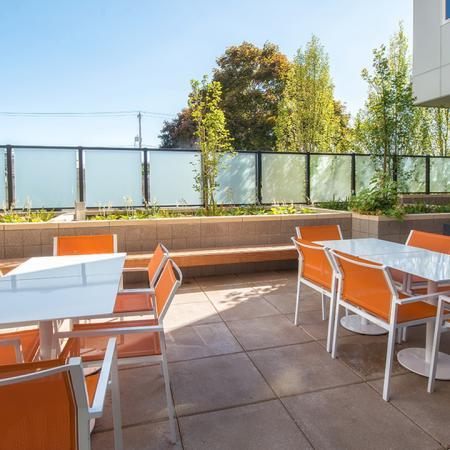 Outdoor Dining Spaces | Modera Ballard