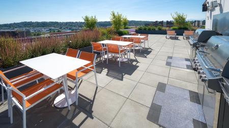 Outdoor Grills and Dining Lounge | Modera Ballard