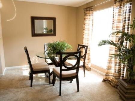 Dining room at Kensington Grove Apartment Homes in Westerville, OH