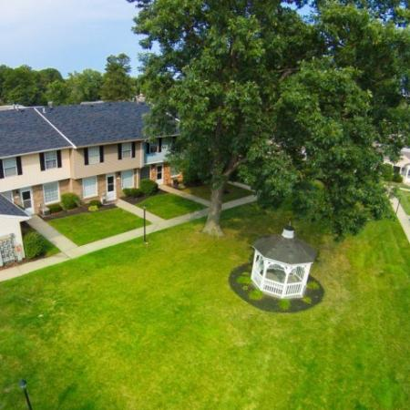 Lush landscaping at Westchester Townhomes Rental Homes in Westlake, OH