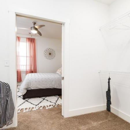 Vast Closet | 1,2,3 Bedroom Apartments Bloomington IN | Echo Park-Bloomington